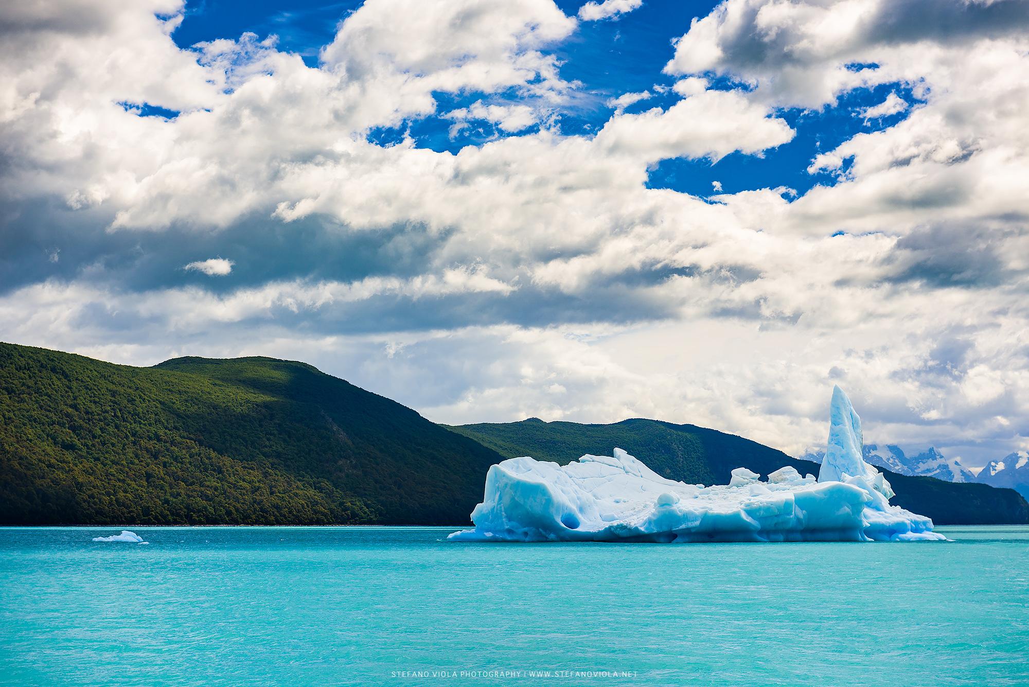 An iceberg at Los Glaciares National Park