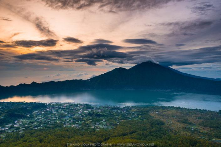 L'alba dalla cima del Monte Batur